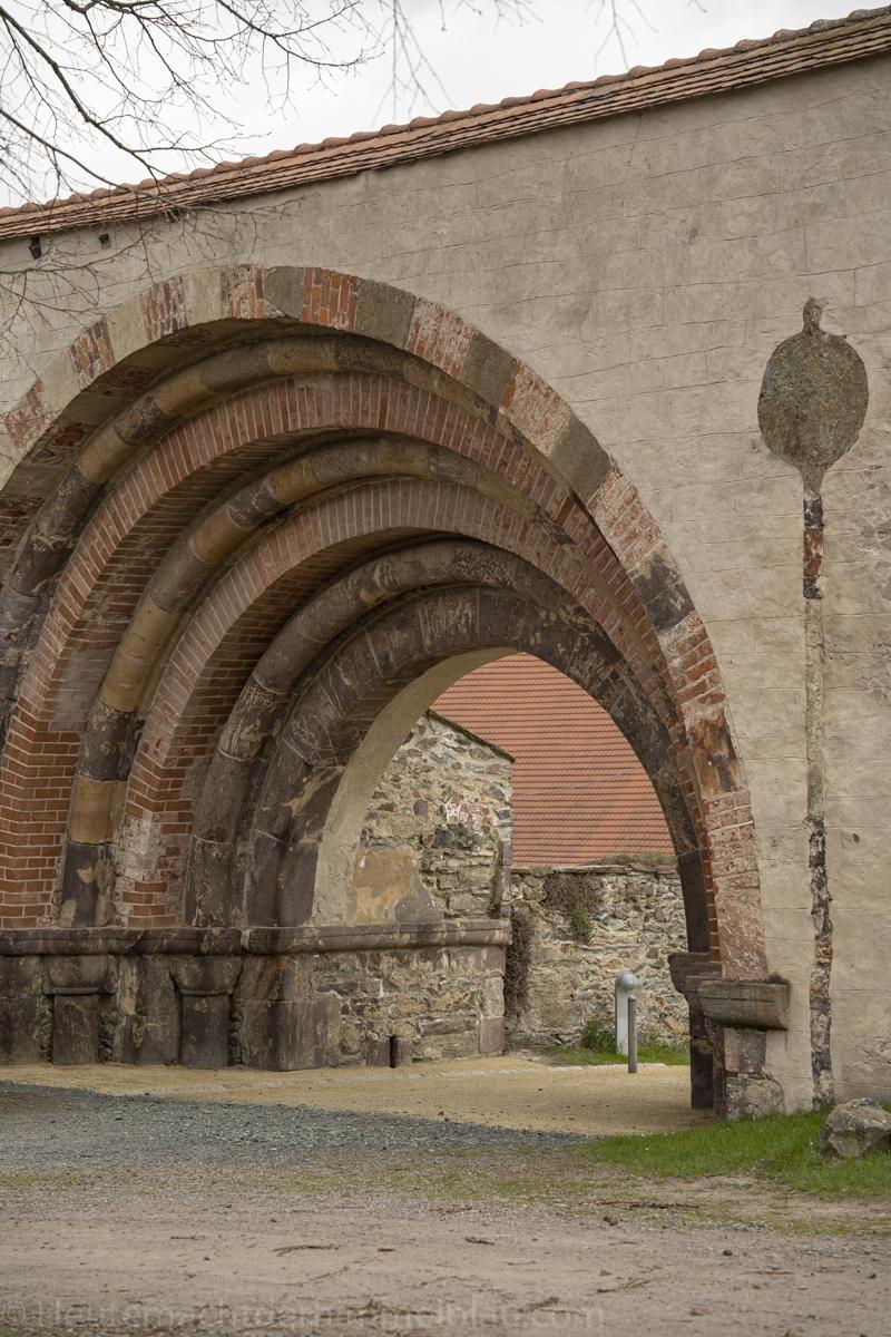 Romanisches Portal Klosterpark Altzella